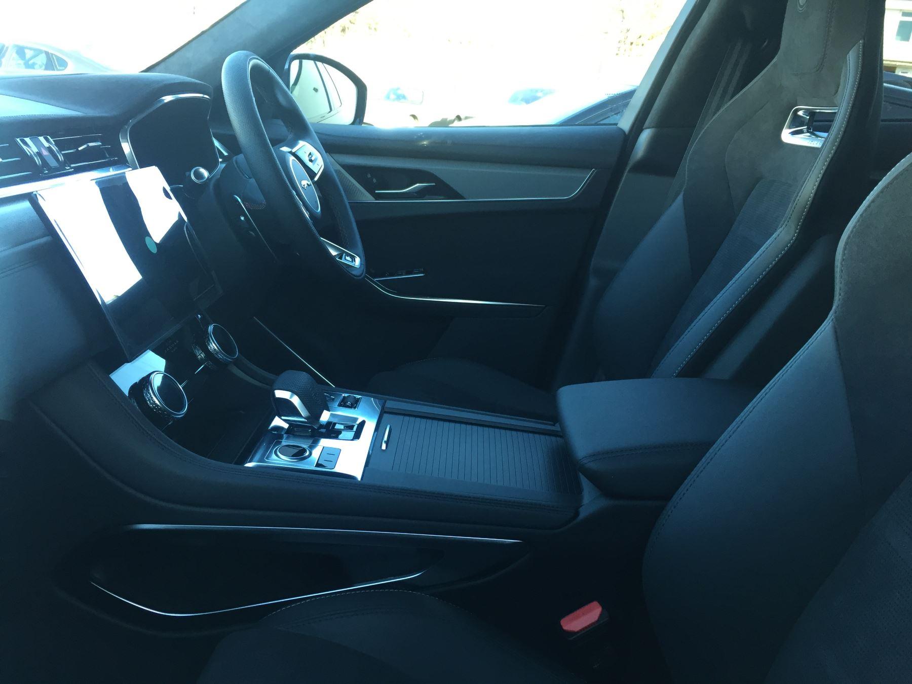 Jaguar F-PACE 5.0 Supercharged V8 SVR AWD image 11